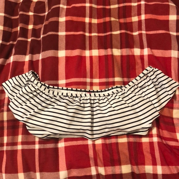 00398182d628f Victoria s Secret striped off shoulder bikini top.  M 5a89b3358290af879bce864c